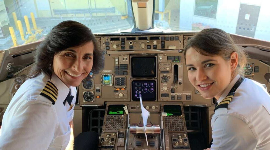 Mother and daughter make history as the first to pilots a commercial plane together
